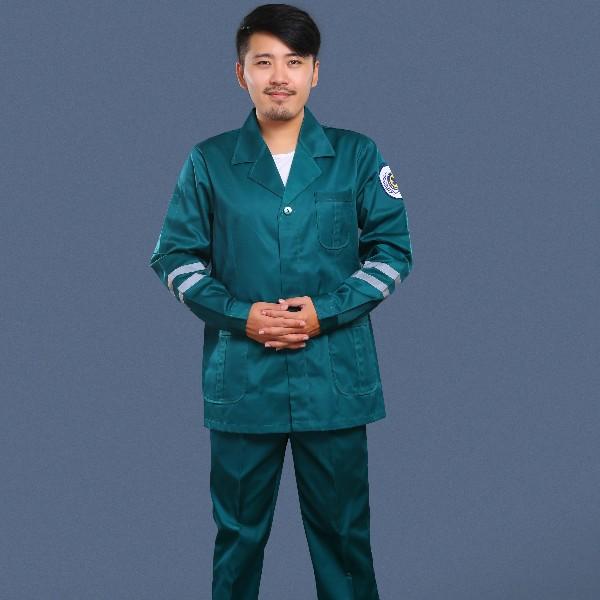 墨绿色急救服