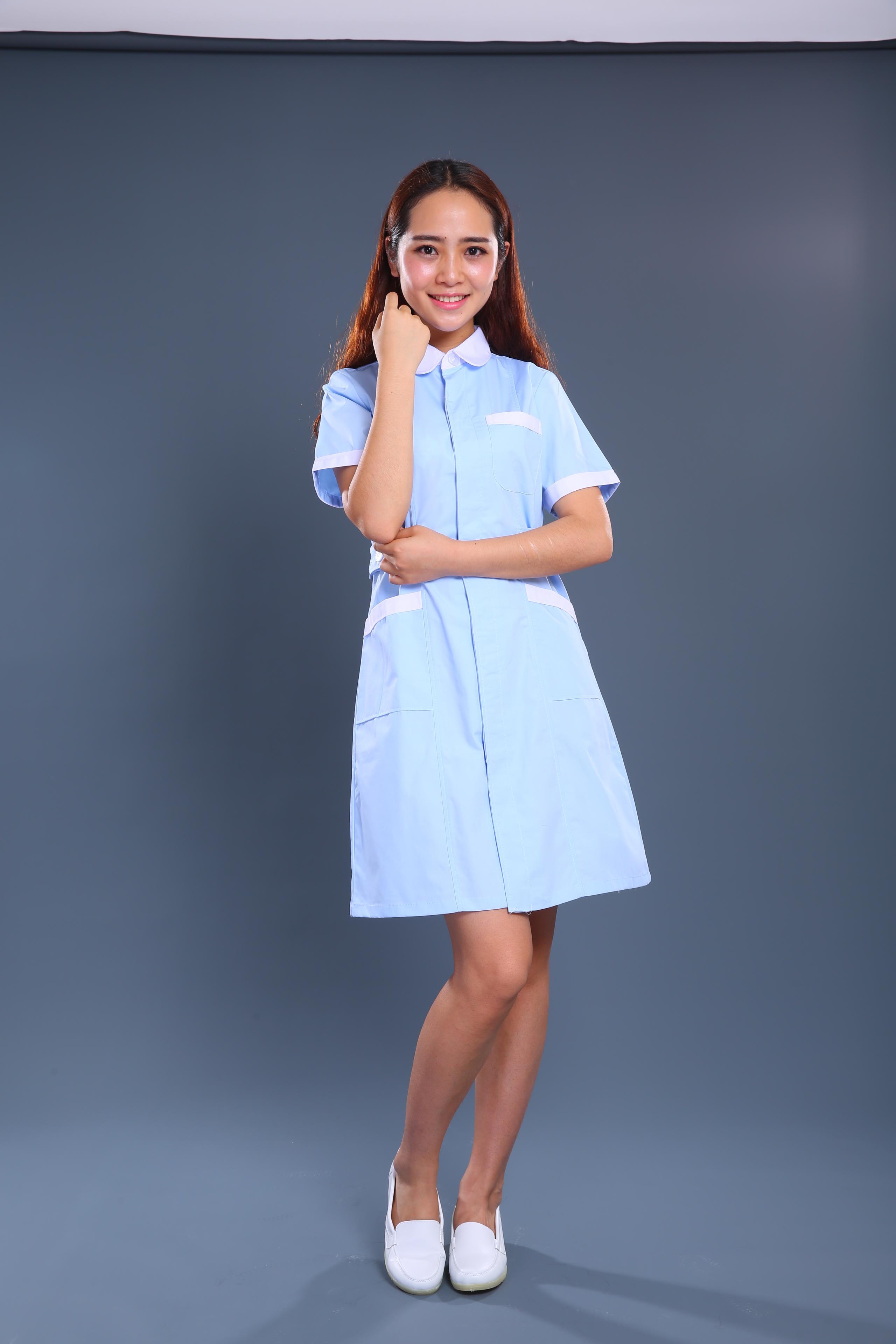 浅蓝色护士制服